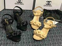 ingrosso fiore di camelia di cuoio-Donne casual sandali estivi 2019 donne tendenza nuova camelia fiori decorativi in pelle quadrata confortevole con