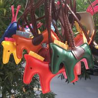 llaveros de moda al por mayor-Diseñador llaveros 16 colores cadena de caballo de moda dominante animal de la PU de cuero de alta decoración de la historieta por un bolso lindo llaveros por mayor llaveros