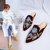 плоские закрытые туфли для женщин оптовых-Upscale embroider closed toe mules slippers classic colorful floral pointy flats creepers spring women lazy shoes sapato mujer