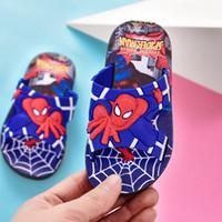chinelos de plástico homens venda por atacado-Novos Meninos Chinelos Homem Aranha Meninos Sandálias Crianças Beachwear Sapatos Dos Desenhos Animados Crianças Chinelos Sapatos Casa Spiderman Menino Sapatos de Plástico