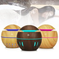 aromatherapie holz großhandel-USB Holzmaserung Diffusor Ultraschall Aroma Luftbefeuchter Aromatherapie Mini Tragbare Hohlnebelhersteller 7 Farben LED Ändern Diffusor 130ML RRA899