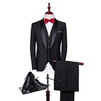 maßgeschneiderte anzüge für männer schwarz großhandel-2019 schwarz Männer Anzüge Slim Fit 3 Stück Blazer Schal Revers Maßgeschneiderte Bräutigam Prom Party Smoking Groomsmen Anzug (Jacke Hosen Weste Krawatte)