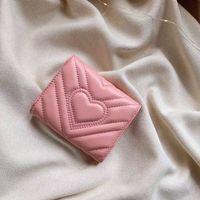 porta billetera corazones al por mayor-Carteras cortas de diseñador Monederos casuales Cartera de cuero con corazón en relieve con caja Carteras rosadas de lujo para mujer Bolso titular de tarjeta