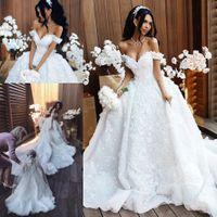 vestido de casamento princesa grande trem venda por atacado-Catedral Grande Trem Princesa Vestidos De Noiva De Luxo Artesanal 3D Flores Fora Do Ombro Saudita árabe Frisado Lace Vestido De Noiva De Noiva Elie saab