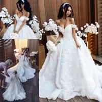 prinzessin großen zug brautkleid großhandel-Kathedrale Großer Zug Prinzessin Brautkleider Luxus Handgemachte 3D Blumen Schulterfrei Saudi Arabisch Perlen Spitze Braut Brautkleid Elie saab
