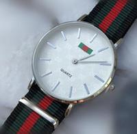 militär uhr gesicht großhandel-Männer Uhren Neuheiten Marke Quarzuhr Luxus Casual Mann Armbanduhren 40 MM Schwarz Gesicht Bunte Nylon Uhr Großhandel Militäruhren