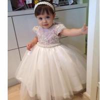 ingrosso l'abito di promenade veste i capretti-Vintage Ball Gown Baby Girl Party Dresses 2019 Perle in rilievo per bambini Prima Comunione Abiti da ballo formale Abiti da sposa Custom Made