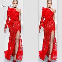 vestido de noche de manga larga al por mayor-Funda de un solo hombro Manga larga Flor de encaje rojo Apliques Frente Vestidos de noche partidos de baile Vestidos de fiesta de famosos