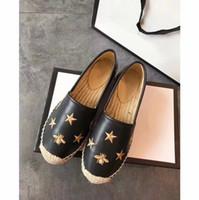 каблуки малого размера оптовых-Роскошный бренд женщин эспадрильи Рыбак обуви низкий каблук небольшой пчелы натуральная кожа досуг обувь 2 цвета размер 35-41
