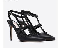 v b elbise toptan satış-2019 kadınlar yüksek topuklu sandalet düğün ayakkabı Patent Deri perçinler Sandalet Kadınlar Çivili Strappy Elbise Ayakkabı v yüksek topuk Ayakkabı + kutu