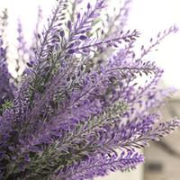 dias de lavanda venda por atacado-Francês Romântico Dia Dos Namorados Violeta Flores Provence Lavanda Artificial Flores De Grão De Casamento Decorativo Plantas de Jardim A1350