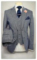 traje a medida hombres tweed al por mayor-Gris Fumar Tweed hombres juego de la manera de 3 Piezas smoking del novio trajes para hombre por encargo Slim Fit padrinos de boda (Jacket + Pants + Vest)