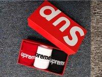 streetwear çorap toptan satış-1 Kutu Mektup Gelgit Marka Çorap Pamuk Hediye Kutusu Kaykay spor Çorap 3 Renk Siyah Beyaz Kırmızı Avrupa Ve Amerikan Streetwear Rahat Stok