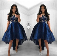 nuevos vestidos de la marina al por mayor-2019 Nuevos vestidos de cóctel azul marino Una línea de encaje de cuello redondo Alto y bajo Vestido de fiesta Fiesta corta Vestidos de noche árabes Vestidos