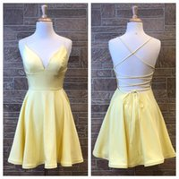 vestido corto de graduación amarillo al por mayor-Light Yellow Homecoming Dresses 2019 A Line Spaghetti Neck Short Prom Party Baile Vestidos Real Photo Lace Up Back Royal Blue Hoco Graduación