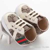 marcas de zapatos recién nacidos al por mayor-Brand New Newborn Kids antideslizantes zapatos casuales clásicos del bebé primeros caminantes botas niños pequeños Soft Sole zapatillas de deporte # hs0624a