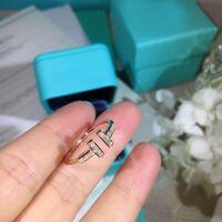 berühmte frauen schmuck designer großhandel-Berühmte Designer-Marke Ringe 925 Silber vergoldete Ringe mit diamantbesetzten Eröffnungsfrauen Bankett Party Luxus Schmuck Geschenk