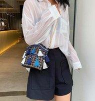 bolso de hombro de tweed coreano al por mayor-Nueva versión coreana del cubo con borlas con marea y cadena envuelta con tweed y bolso de un solo hombro