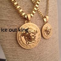halskette für männer rock großhandel-Luxus Medusa Halsketten Circluar Männer Brief Gedruckt Gold Cirlce Designer Halskette Mode Anhänger Hip Hop Rock Geschenke