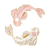 ingrosso piedini neri del risvolto-Spilla Koi Spilla da pesce Nero bianco rosa 4 colori Spille da bavero Spille Distintivi Zaino Borsa Cappelli Accessori Per uomo donna