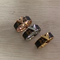 ingrosso 14k oro gioielli donna-Top deluxe fashion Brand Design in acciaio inossidabile 316L oro rosa argento pelle amore V anelli gioielli per le donne uomini regalo di fidanzamento di nozze