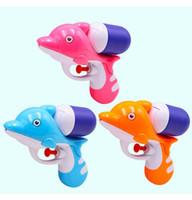 mini pistolas de agua al por mayor-Pistolas de agua de tiburón de verano para bebé mini pistolas BB juguetes de playa para niños Pistolas de agua creativas de verano Niños al aire libre Interesante playa Spray juguete