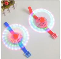 blitzlichtuhr großhandel-Neue Kinder Bildungs-Spielzeug für Kinder elektrisches Spielzeug 3 Lichter Musik Handgelenk Windmühle LED buntes Blitzlicht A22100 beobachten