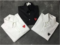 camisa roja pareja al por mayor-Diseñador de calidad superior Camisa para hombre Moda de Lujo Camisa Negro Blanco Rojo Corazón Bordado Cómodos Tops Street Trend Hip Hop Hombres Mujeres Pareja