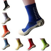 sport absorbant la sueur achat en gros de-Les nouvelles chaussettes de sport de football en coton de football antidérapantes unisexes absorbent la transpiration
