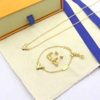 Europe America Fashion Style Jewelry Sets Lady Women Titanium Steel V Initials Charm Pendant Necklace Bracelet Stud Earrings Sets 3 Color