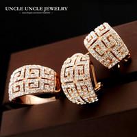 joyería china nuevo precio al por mayor-Hermosa mujer de lujo conjunto de joyas de color oro rosa marca retro roma estilo zirconia tachonado pavimentado g diseño pendiente / anillo al por mayor