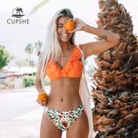 trajes de banho naranja sexy venda por atacado-Conjuntos CUPSHE Laranja Ruffle biquini com fundo floral Sexy Swimsuit Dois Pieces Swimwear Mulheres 2019 Praia do fato de banho Biquinis