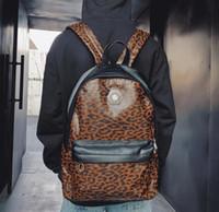 mochila remachada de leopardo al por mayor-Marca al por mayor de los hombres bolso moda estampado de leopardo mochila personalidad remache hombres y mujeres mochila moda camuflaje mochila casual