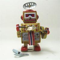 bant kalay toptan satış-Clockwork Vintage Robot Metal Yürüyüş Kalay Robotlar Bant Oyna Gong Davul Hatırlama Hediye Çocuk Çocuk Mekanik Creatie 17xh D1