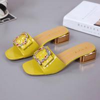 zapatos peep de tacón bajo al por mayor-Marca coloridas zapatos del remache de las señoras de las mujeres forman los zapatos mulas Mujer Mujer Diapositivas Peep Toe talones atractivos bajos Zapatillas Causal