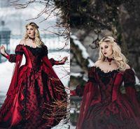 vestidos de casamento medievais pretos venda por atacado-New Gothic Bela Adormecida Princesa Borgonha Medieval e preto Wedding Dress manga comprida Lace apliques vitoriana masquerade vestidos de noiva