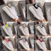 erkek deri ayakkabıları markaları toptan satış-Alexander Mcqueen Sneakers Moda Marka Ayakkabı Tasarımcısı Beyaz Siyah Deri Bisiklet Ayakkabı Kız Kadın Erkek Pembe Altın Kırmızı Rahat Kadın Erkek Düz Sneakers Mcqueens Shoes