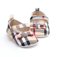 yumuşak ayakkabı tasarımcısı toptan satış-Tasarımcı marka ilkbahar ve sonbahar yeni bebek toddler ayakkabı kadın bebek yumuşak alt ekose bej kızlar bebek ayakkabı 0-12 ay