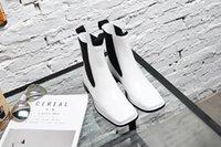 schwarze n weiße schuhstiefel großhandel-Heißer Verkauf- schwarze und weiße Leder flach Stiefel c e Art und Weise Frauen Herbst quadratischer Kopf Modemarke beste Designer-Schuhe