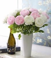 peônia vermelha artificial venda por atacado-Atacado Encantador Artificial Tecido De Seda Rosas Peônias Flores Bouquet Branco Rosa Laranja Verde Vermelho para casa de casamento decoração do hotel