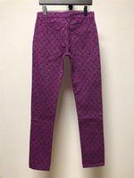 vaqueros de moda púrpura para hombre al por mayor-Pantalones vaqueros de diseñador para hombre Cartas Imprimir Pantalones de mezclilla púrpura Pantalones vaqueros de lujo Estilo de moda con estilo de bolsillo con cremallera Pantalones vaqueros de marca