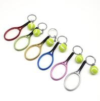 llaveros de plástico al por mayor-Moda creativa de la aleación de plástico Mini Raqueta de Tenis Llaveros Flexible Bola Deportes Modelo Cadena Joyería Regalo Envío Gratis