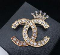 klare kurz großhandel-Atemberaubende klare diamante brief und krone brosche feine geschenk kristalle schmuck pin mode frauen dress broschen luxus elegantes design