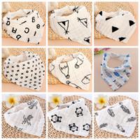 weiße tuchschals großhandel-INS Baby Lätzchen 100% Baumwolle Dreieck Handtuch 4 Schichten Neugeborenen Spucktuch Baby Schal Bandanas Weiß Schwarz 16 Designs Optional YW3758