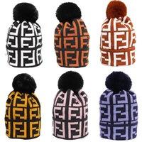 kablo örme kışlık şapka toptan satış-FF Mektup Kadınlar Kış Yün Kapaklar Marka Örme Kürk Fends Fends Şapka Kız Bayanlar Sıcak Kasketleri Lüks Kablo Hımbıl Kafatası Tasarımcı C72301 Caps
