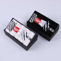 ingrosso calzini da boxe-Lovers Man Gift box Calze Calze in cotone Ventilazione Anti attrito Deodorazione moda 5 PZ Calze Nuovo stile