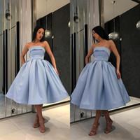 светло-голубые короткие платья девушки оптовых-2019 Hot Light Blue Short Prom dresses For Girls Simple Under 100 вечерние платья без бретелек атласное бальное платье вечеринка Возвращение домой коктейльное платье