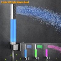 chuveiros iluminados venda por atacado-Diodo emissor de luz cabeça de chuveiro 3 cores mudaram luz romântica banho de água chuveiro cabeça de banho de poupança de água pulverizador