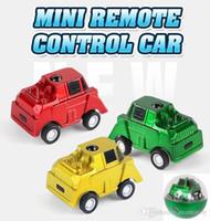 brinquedo carro mini bateria venda por atacado-Mini Controle Remoto Portátil Carros de Controle Remoto de Rádio Veículos de Controle Remoto de Bolso portátil carros 1: 64 3 cor