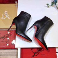 fersen pumpt stiefeletten großhandel-2019 Luxus Schwarz Rot Leder mit Spikes spitzen Zehen Frauen Ankle Boots Modedesigner Sexy Damen rote untere Absatz-Schuhe Pumps